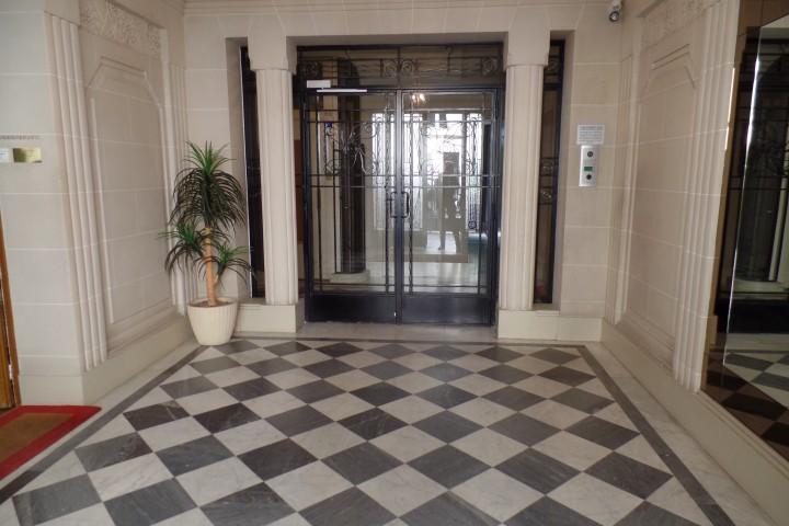 Location appartement 5 pièces 127m² - 834