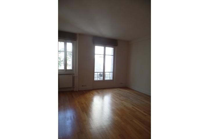 Location appartement 2 pièces 50m² - 216