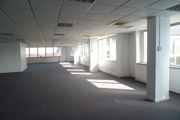 Location bureaux 1177m² - 295