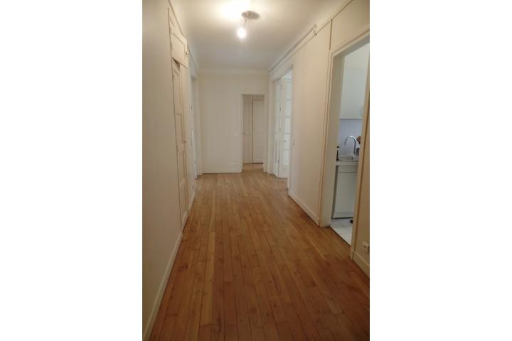 Location appartement 4 pièces 84m² - 271