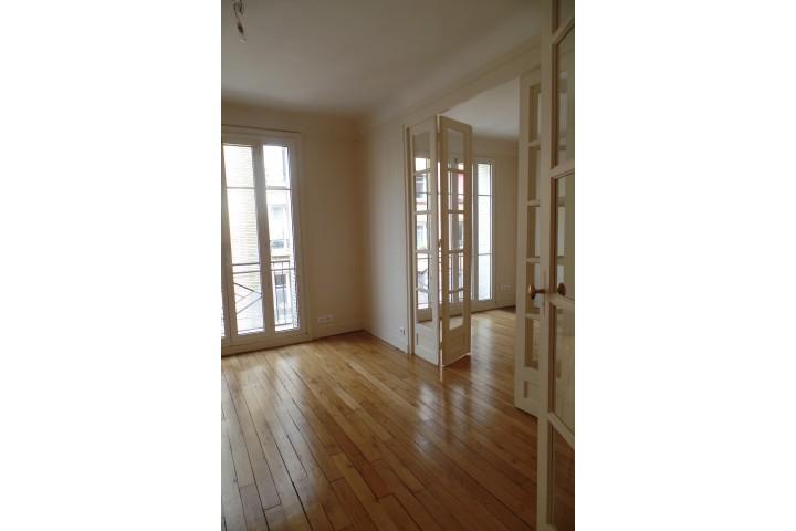Location appartement 4 pièces 84m² - 268
