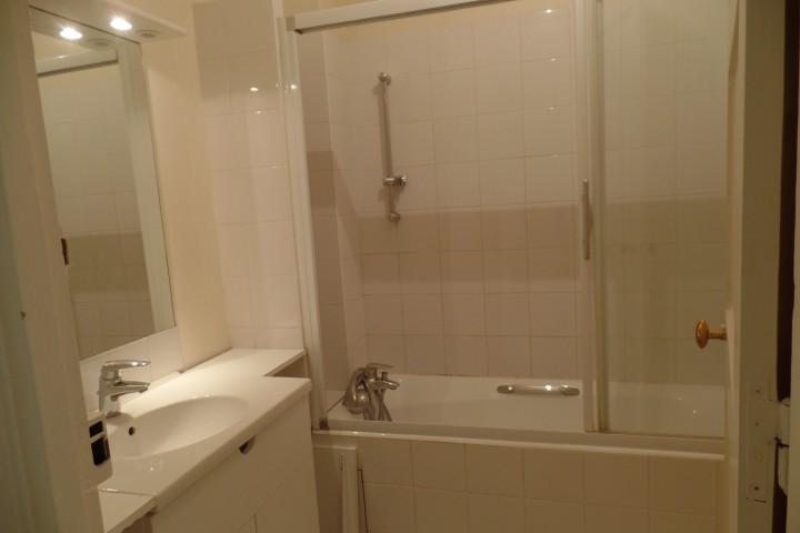 Location appartement 4 pièces 84m² - 270