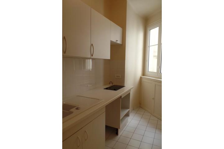 Location appartement 4 pièces 84m² - 272