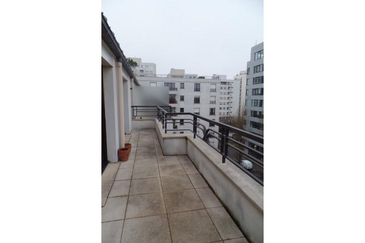 Location appartement 4 pièces 81m² - 552