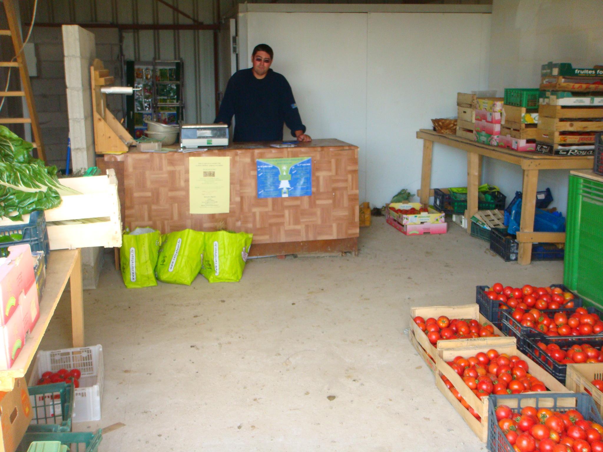 Ventes de fruits et légumes au hangar