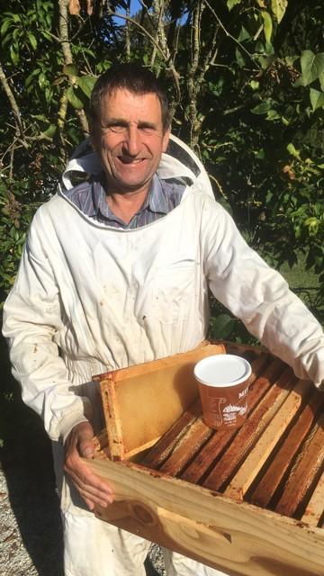 Récolte du miel sur le terrain en Haute-Saône