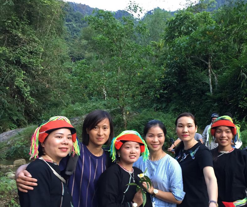 Moi et les ceuilleurs de thé- éthnies Dzao, Ha Giang, Vietnam