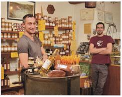 Les frères Mistretta dans leur boutique à Castelnou