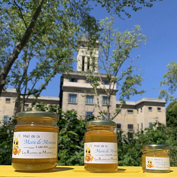 Les 3 tailles de pots de Miel de la Mairie de Montreuil devant l'hôtel de Ville