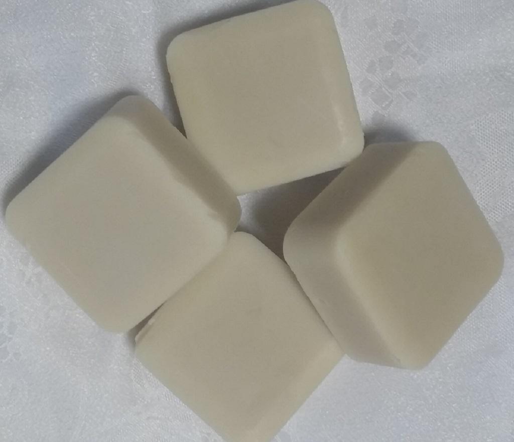 Savon artisanal au lait d'ânesse frais, huile végétale de chanvre et de laurier