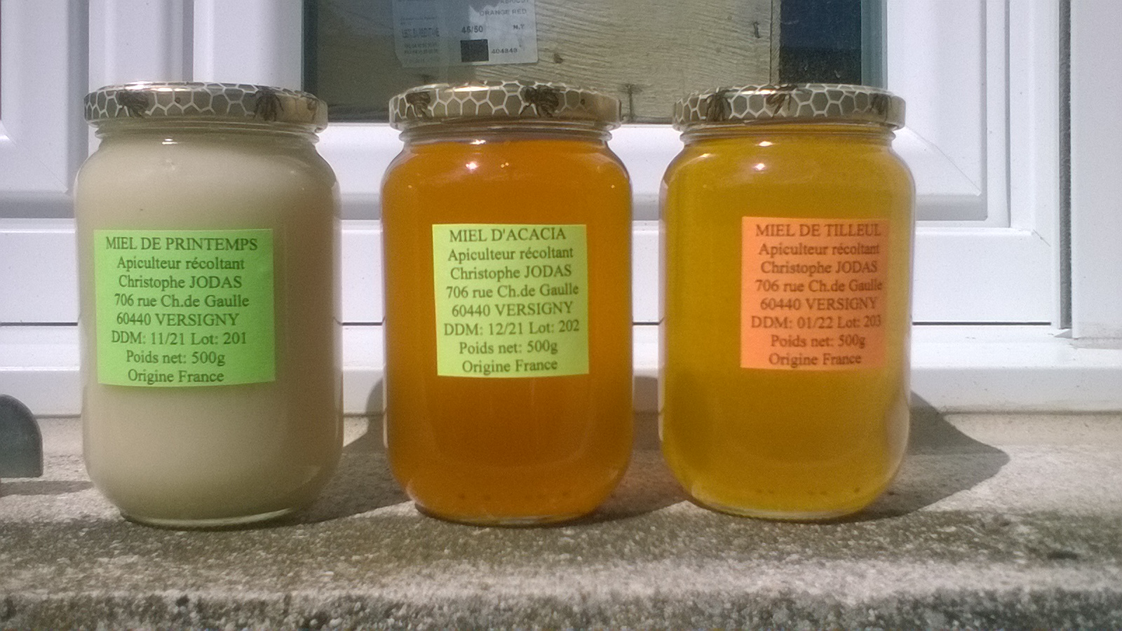 Miels de printemps, d'acacia, de tilleul et de forêt. Propolis à sucer, alcoolat (teinture mère) de propolis, savons au miel....