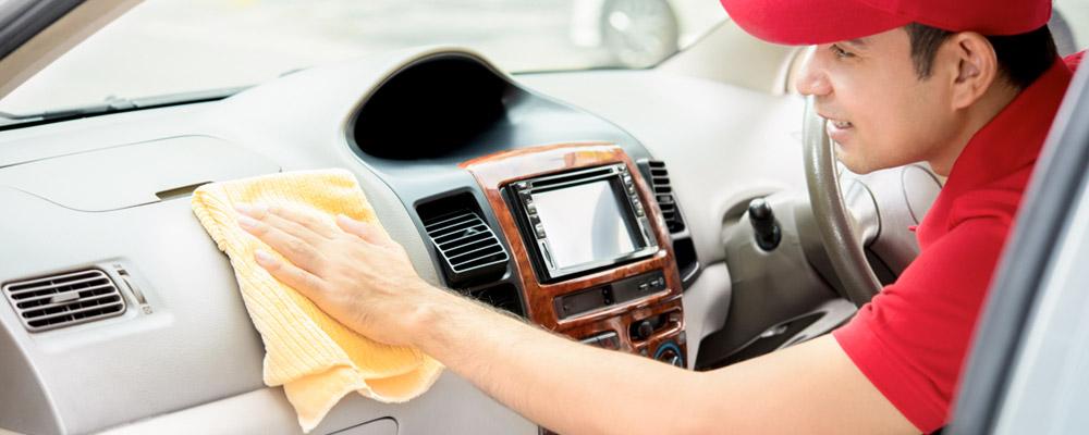 Nettoyage auto 84: nettoyage intérieur + détachage des sièges pour 59,90 euros